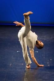 Jurij Konjar in Bound, coreografia di Steve Paxton (foto Nada Zgank)