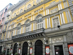 Napoli_-_Teatro_Bellini