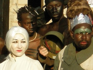 Ermanna Montanari e Mandiaye N'Diaye in Ubu Buur (2007)