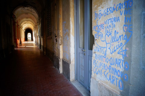 """I muri di Quarto """"segnati"""" da Melina Riccio"""