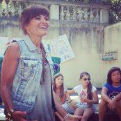 Angela Fumarola in uno degli spazi all'aperto di Castello Pasquini dyrante un evento dedicato agli spettatori più piccini