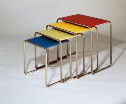Una serie di tavoli progettata da Marcel Breuer quando operara valla Bauhaus