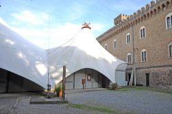 La tensostruttura nel giardino del Castello Pasquini è stata demolita...