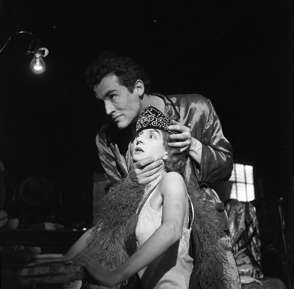 Rina Morelli e Vittorio Gassman (Kowalski),  <em> Un tram che si chiama desiderio</em>  (1949)