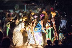 Teatro comunitario in Burkina Faso, da <em>Ricchi di cosa, poveri di cosa?</em>  (foto di Emiliano Boga)