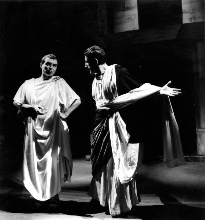 Tino Carraro e Arnoldo Foà, Giulio Cesare